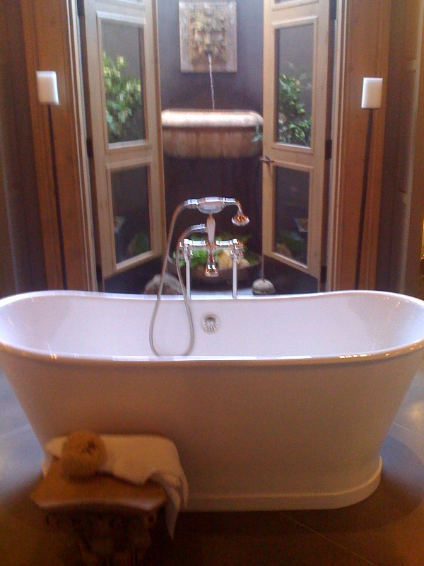 French soaking tub