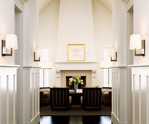 Fireplace:molding:white walls&dark floors