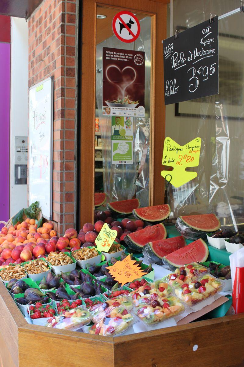 Fruit stand paris