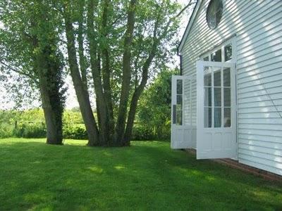 White exterior - willow decor