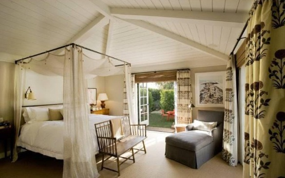 Jennifer-Aniston-master-bedroom via hookedonhouses