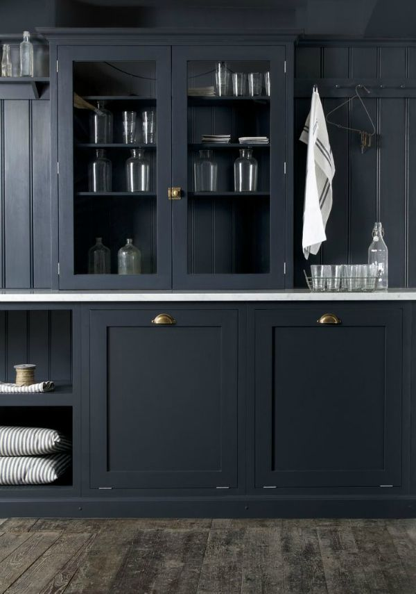Black-cabinetry-brass-hardware