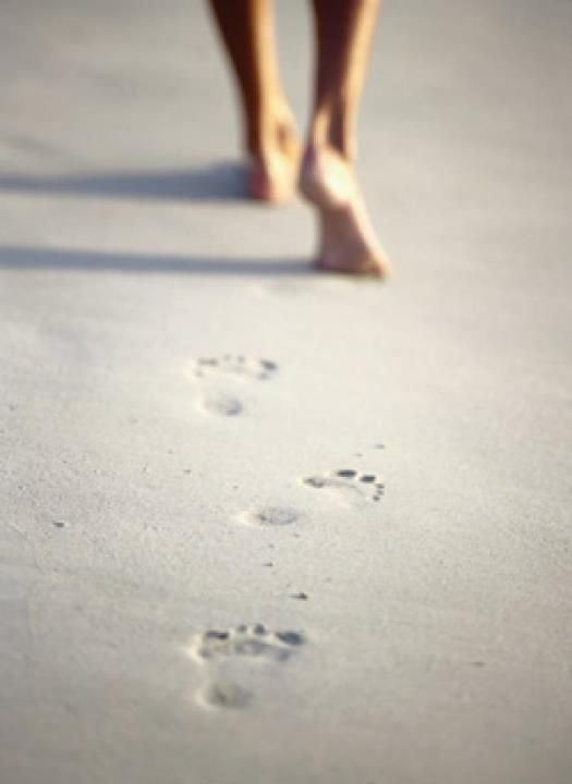 Footprints_in_sand
