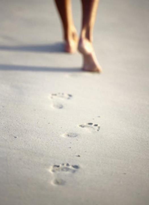 Footprints_in_sand
